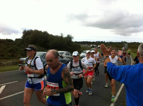 Seeing Mike Dukes at the 10k point of the New Forest marathon (© Lawrence Chen)