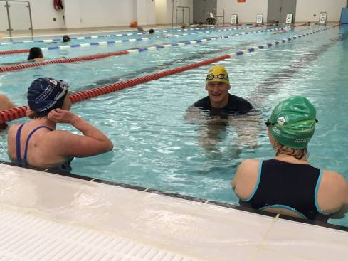 Duncan Goodhew in the pool with the Swimathon Blogsquad
