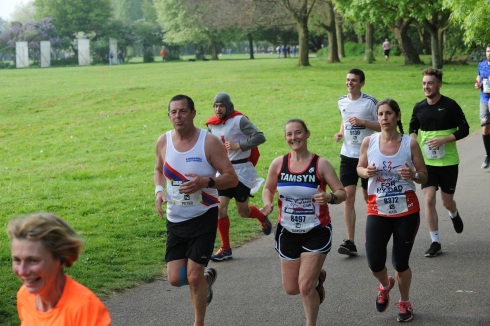 Tamsyn surrounded by other runners