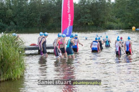 HOWL aquathlon start