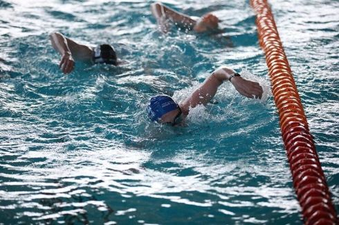 Swimmers doing front crawl during Swimathon